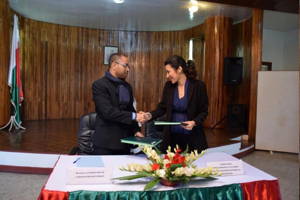 De gauche à droite, M.RABARY Andrianiaina Paul - Ministre de l'Éducation Nationale à Madagascar  et Tanina Ouadi, Représentante Pays d'Asmae.