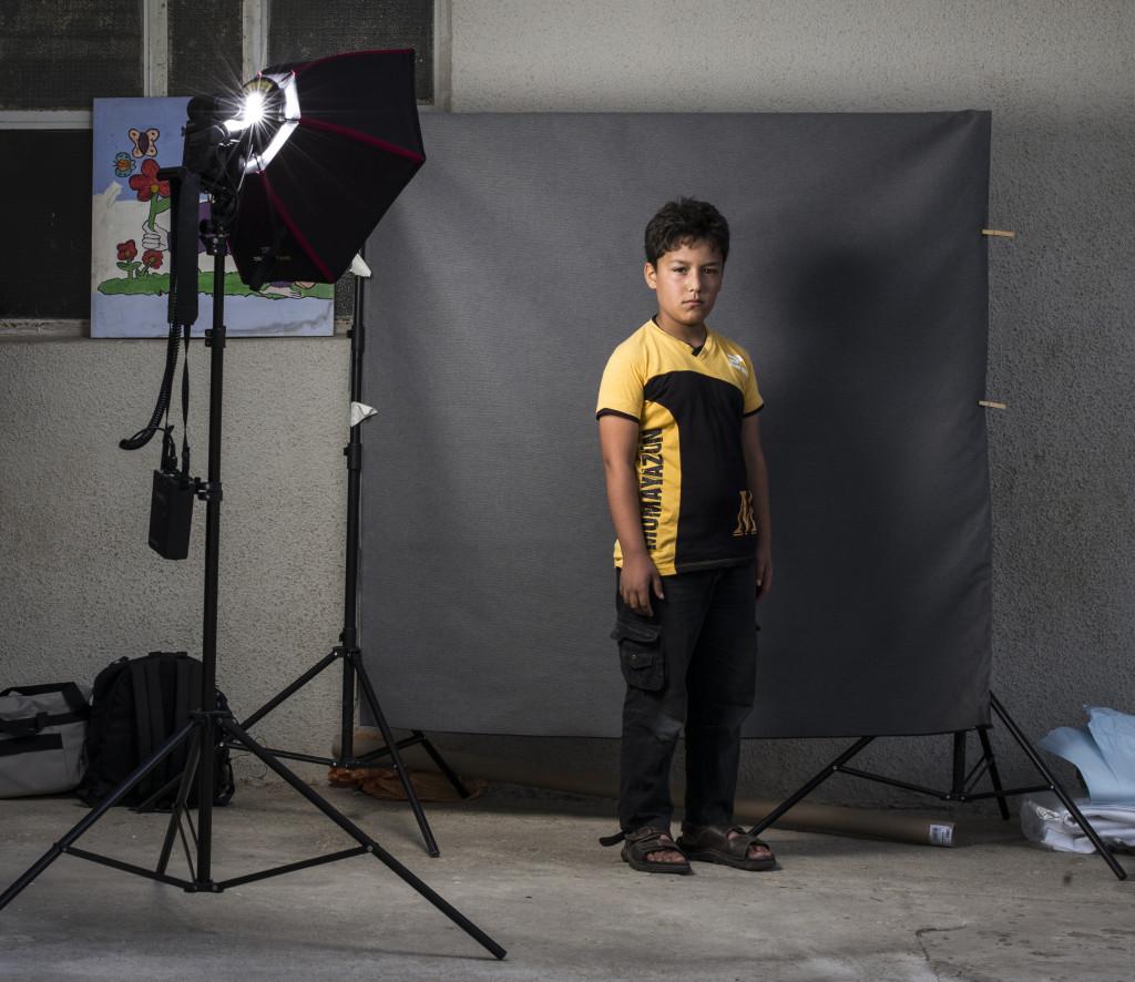 © Corentin Fohlen pour ASMAE. LIBAN. 19 octobre 2016. Portrait d'enfant syriens refugies au Liban, pris en charge par l'association ALPHA, soutenue par ASMAE-association Soeur Emmanuelle. # Abdallah, 11 ans, arrivé du gouvernorat de Raqqa il y a 7 mois.